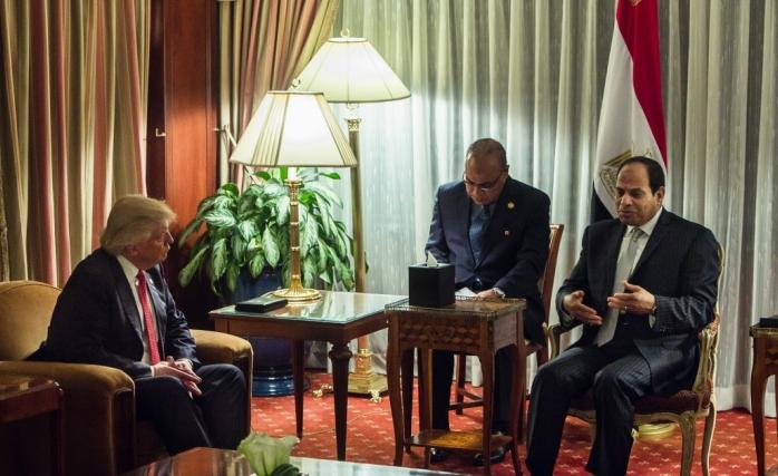 Donald Trump Darbeci Sisi'yi de Beyaz Saray'a Çağırdı