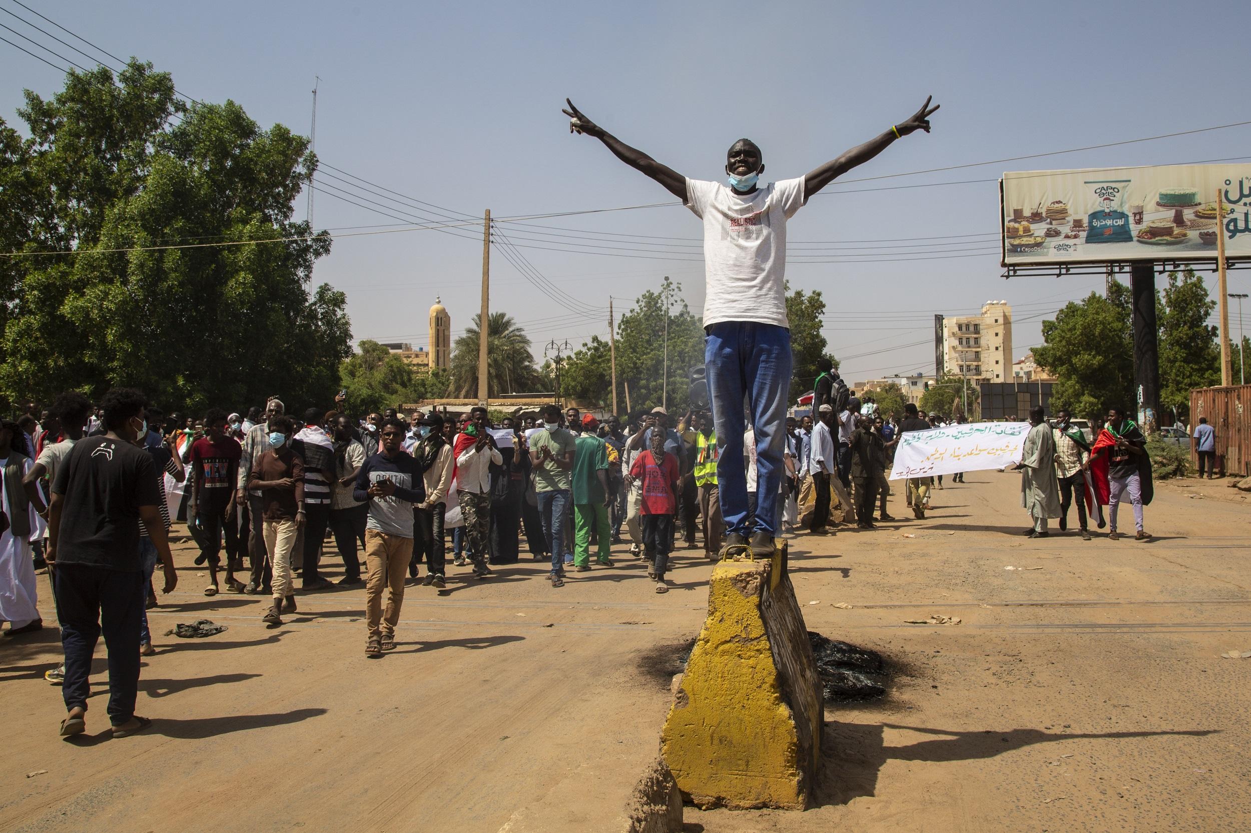 Sudan Halkı Sokağa İndi