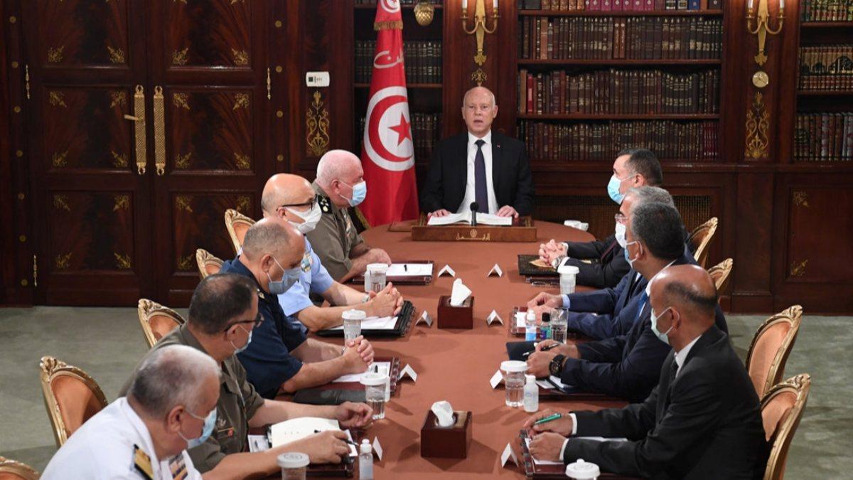 Tunus'ta Darbe Gibi Cumhurbaşkanlığı Kararları